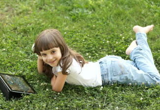 tablet-pc-lying-on-the-grass-326x224-3148978
